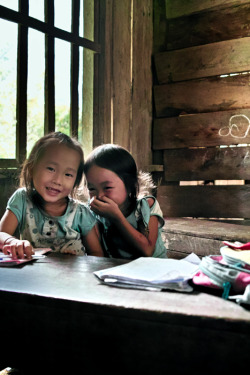 LAOS. Vang Vieng. In the classroom. ⓒ Julie Mayfeng