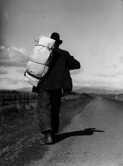 "Dorothea Lange ""Bindle Stiff"" on road to Sacramento  From La vie errante"