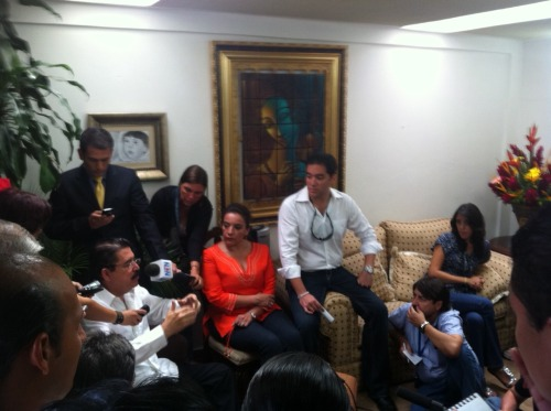 President Zelaya holds news conference w/his family at his house