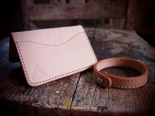 itsworn:  Hollows Leather Giveaway Nicholas from Hollows Leather crafted a cardholder and bracelet to give away to an It's Worn reader. Reblog this post and follow It's Worn to enter Be sure to check out 'The Craftsman: An Interview With Nicholas Hollows' I did recently as well as his leather centric tumblr hollowsleather.tumblr.com We'll choose a winner June 5th