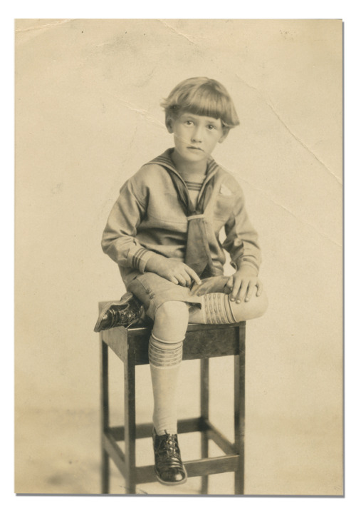 pitchersandpoets:  Ted Williams at age six.