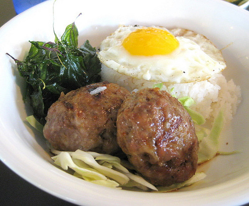 """Issan"" sausage rice bowl from hawker fare  (by foodiehunter)"
