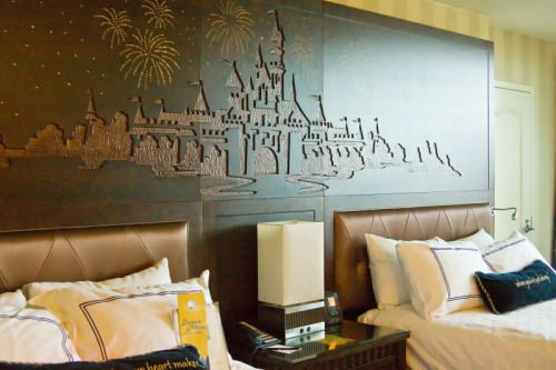 disneydevotion:  queenofdisney:  -Disneyland suite.  brb dying