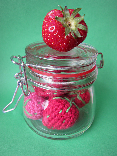 Amigurumi strawberries (by supermirtje)