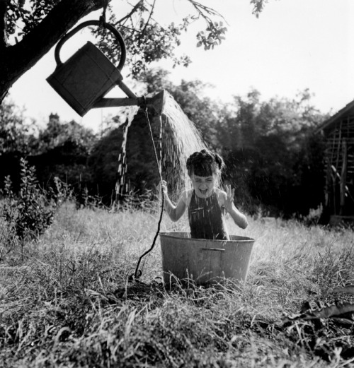 Robert Doisneau La douche à Raizeux, 1949 From Un enchantement simple