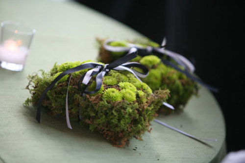 figbride:  moss & button mum ring holders!