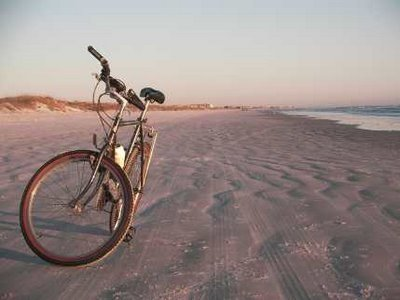 first ride to the beach w/ my new love-a vintage schwinn collegiate.  so blessed to live near the ocean! (and much love to my brother Moe6 and pops for helping me pick out mi bicicleta)