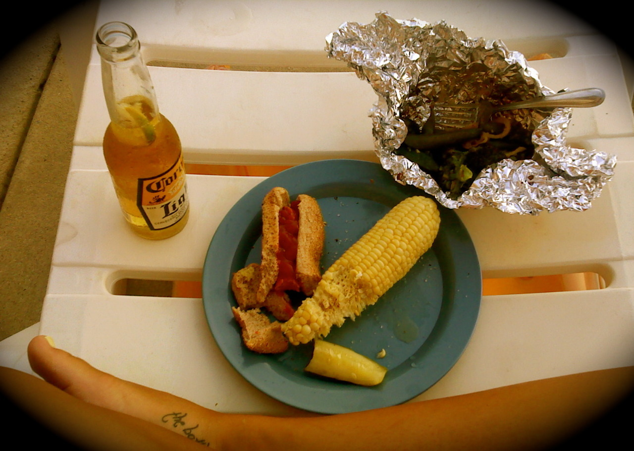 veggie hot dog, corn cobbin', grilled veggies. summer!