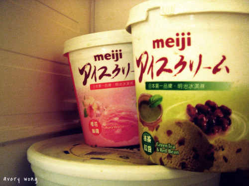 sundoi:  Meiji Green Tea and Sakura yes, that is sakura ice cream. :P