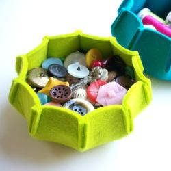 littlecraziness:  pretty incredible felt bowl. no tutorial on this one, but you can buy the sewing pattern here. (via One Pearl Button: Welcome December; Welcome Sponsors!)