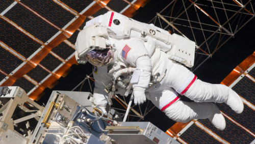 How astronauts in spacesuits deal with an itchWhen astronauts go spacewalking outside their spacecraft, they need the protection of a spacesuit, but sometimes with all that gear on, even the tiniest discomfort can be a big pain.