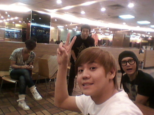 110601 Yoseob twitter Updated ^___^  @helloimys 영화보러 왔어요 쿵팬ㅋㅋㅋ두준이랑 기광이 기다리는중!!!!!! 준형이는 작업실갔음!!ㅋㅋ TRANS :  going to watch kungfu panda ㅋㅋㅋ waiting for Gikwang &doojoon !!!!!! Junhyung went to studio already  b2uteastaki : can i follow u ? i can replace JUNHYUNG place ~~  ㅋㅋㅋ!
