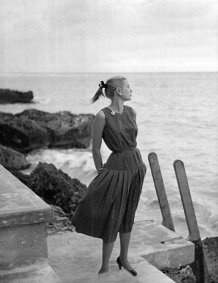 theconstantbuzz:  Grace Kelly on vacation in Jamaica. © Howell Conant