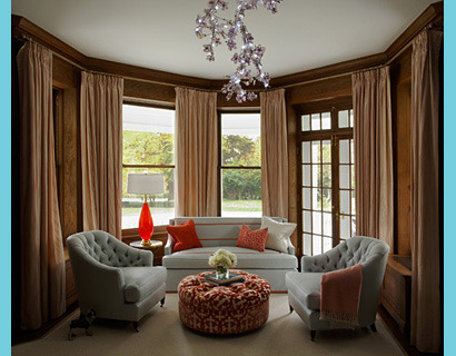 A beautiful and intimate sitting room with gorgeous tufted pieces and an absolute fab chandelier.