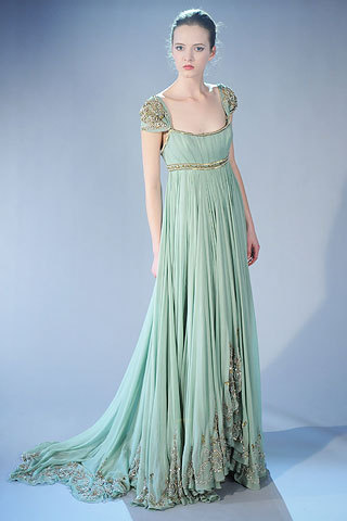 Such a pretty dress! (via The Daily Asker)