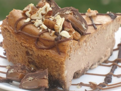 yourlighterside:  Sugar free cheesecake is only 4 net carbs per slice and better than Cheesecake Factory';s version. Click the link for the easy recipe.