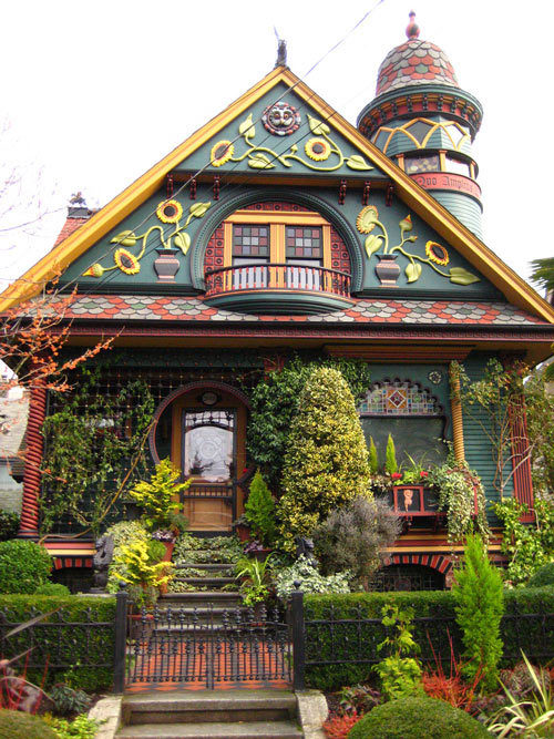 f-likeitmatters:   (click picture for more fairytale inspired houses :P)