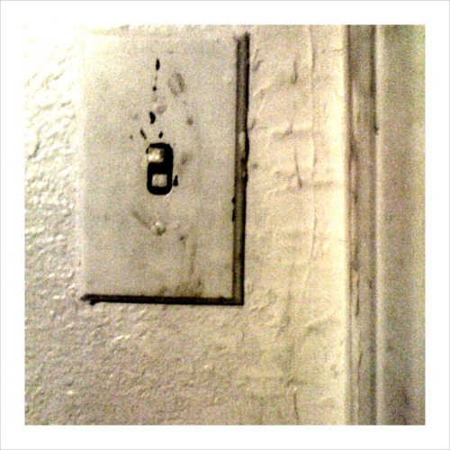Light switch,  Hi Ho Motor Lodge : 5:57 AM
