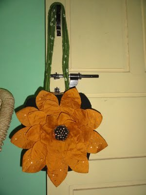 pattern: sunflower bag tutorial via Anusha's Creative Blog