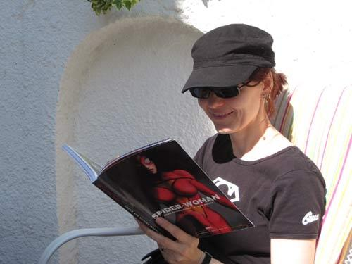 Comicleserin reading Spider-Woman in a garden of a hotel last September.