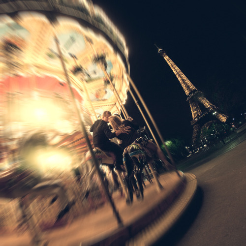 Kiss in Paris, by Igor Pavloff