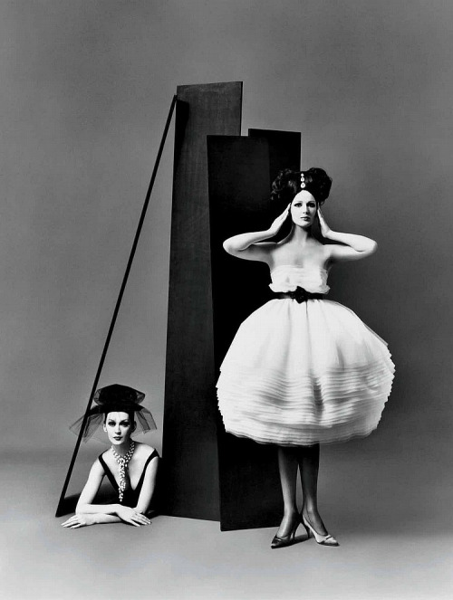 Photo by Richard Avedon, 1958 Dovima, left, and Betsy Pickering
