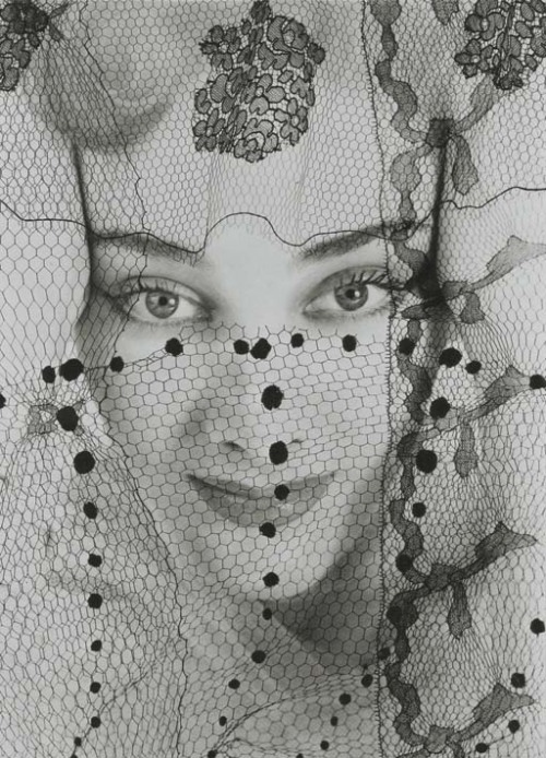Erwin Blumenfeld, Violettes de Montezin for Point de Vue de Vogue, French Vogue, October 1938