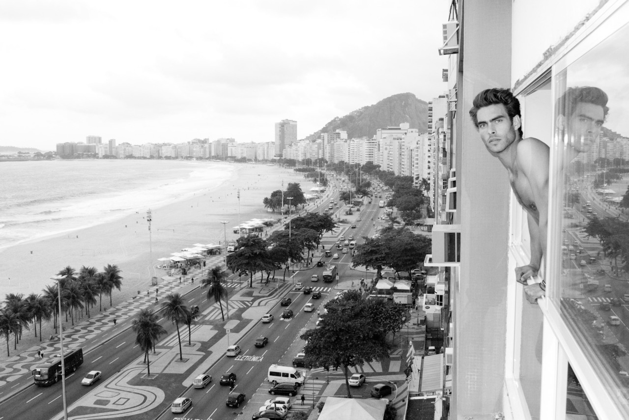 terrysdiary:  Jon K over Copacabana beach.