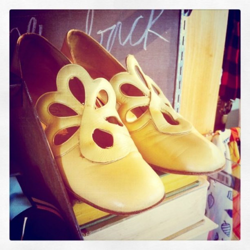Cute ass vintage shoes here at the boutique, who will b the first to score these?