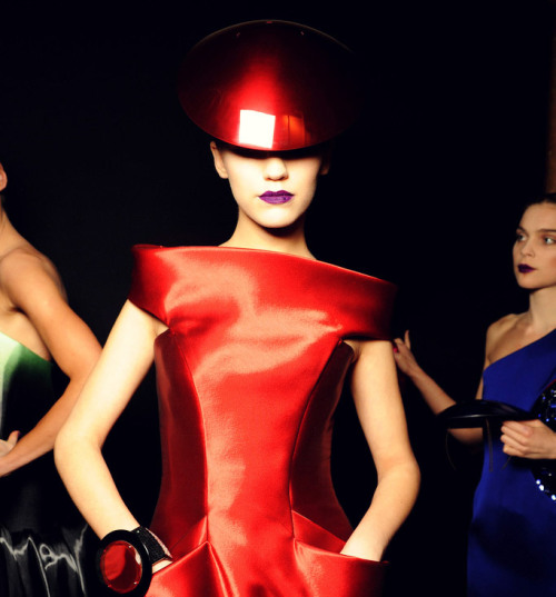 Couture fashion and makeup can feel like a fantasy, but check out how you can wear this runway makeup look in real life! (image source: Armani Privé S/S 2011)