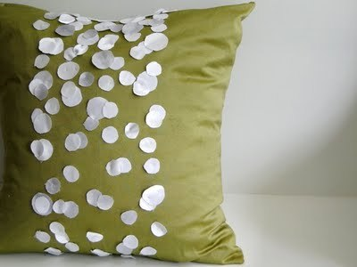 Make this beautiful pillow using this tutorial posted by {Salvage Savvy}