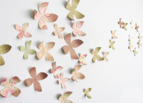 These butterflies would make a great statement in any room! Get the how to from {Billie Monster}