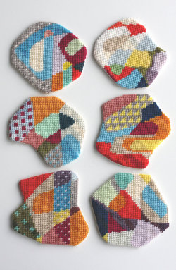 loopycrafty:  (via  needlepoint Impromptu coaster 3 by CresusArtisanat)