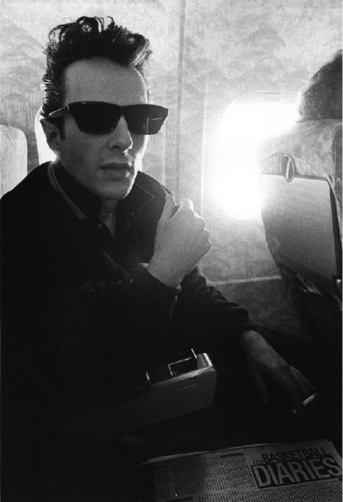 theimpossiblecool:  Strummer.