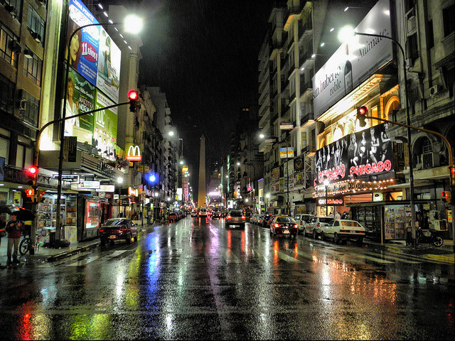 La avenida que no duerme by FernandoRey on Flickr.Via Flickr: Avenida Corrientes una noche lluviosa