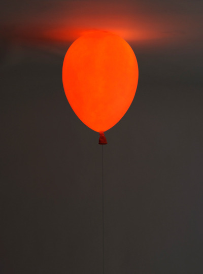 2dots:  Balloon Lamp by h220430  I want many of these… in different colors… yessss…