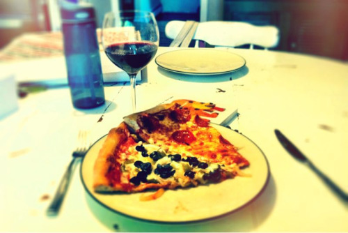 If you're gonna wander off the paleo ranch, New Jersey pizza and Italian wine are the departure for me. Happy Friday!