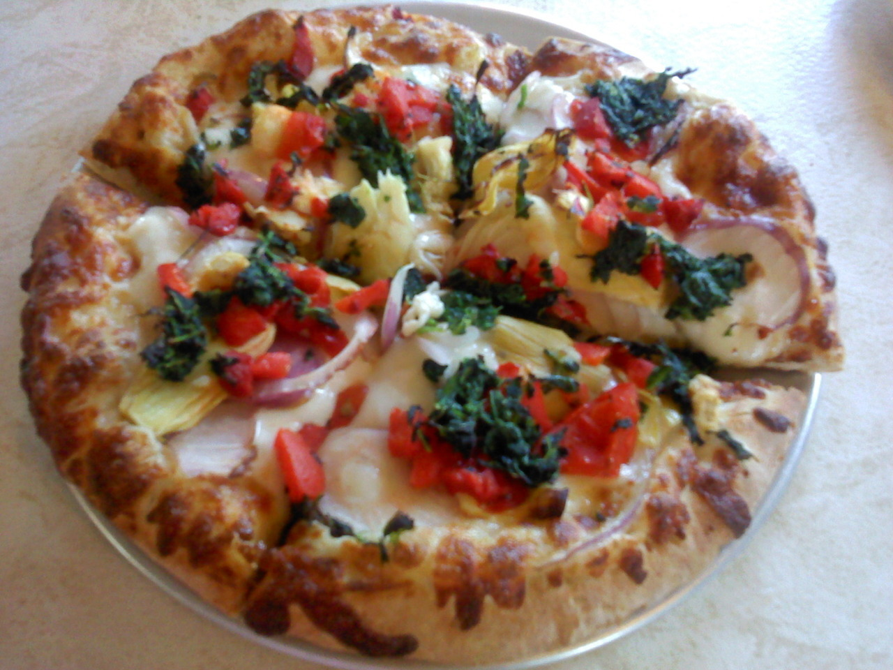 hippie pizza!hummus. artichokes. red peppers. spinach. red onions. (pizza all day every day. nom.)