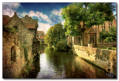 Canals of Brugge by rjt208 on Flickr.我要去旅游!