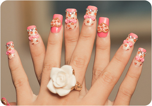 kissessodamnsweet:  ROSE RING and my NAILS