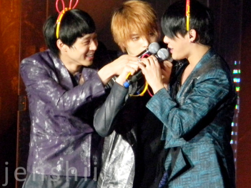 June 3, 2011 - JYJ concert in San Jose My current favorite picture I took~