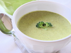 Cream of Broccoli Soup maddders:  Cream of Broccoli Soup I basically love any soup that has cream in it, especially cream of broccoli and tomato basil soup with a cream base! Full recipe over athttp://blog.streaminggourmet.com/2009/07/06/silky-smooth-cream-of-broccoli-soup/
