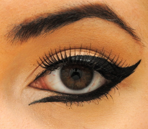 jessiedress:  just another eyeliner look for my inspiration file.   jessie you always post the best makeup stuff!