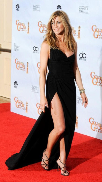 Reblog if you think THIS leg is better than angelina jolies!