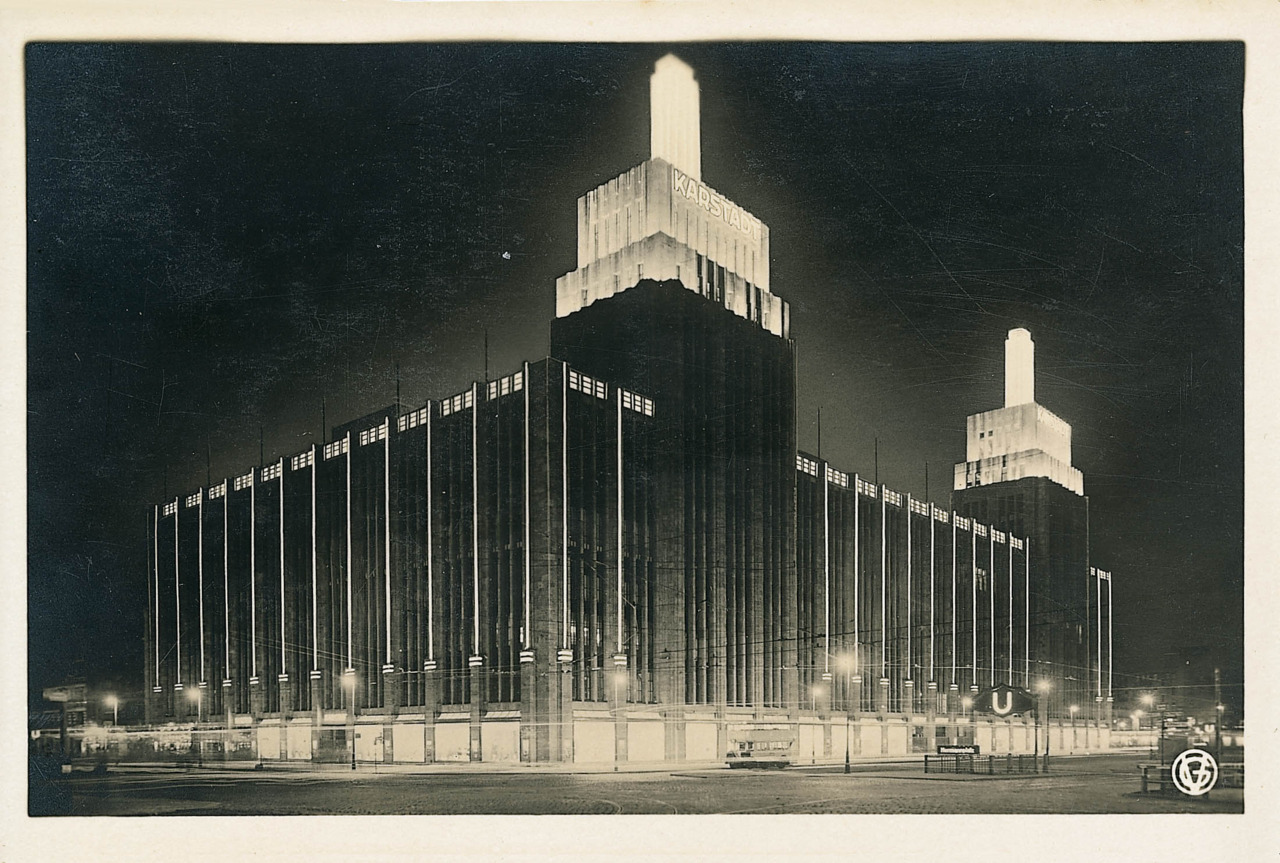 decoarchitecture:  Karstadt, Berlin, GermanyVintage 1929 Photo via process-vision From source:  Philip Schaefer Rudolph Karstadt AG, Berlin, 1929 Fotograf unbekannt, Gelatinesilberabzug Copyright: VBK, Wien, 2006