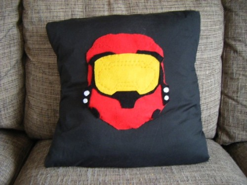 sogeekchic:  HALO spartan pillow available from TheComfyGeek