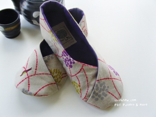 genius-idea:  Make your own precious little kimono shoes!  Via: I Think Sew.  The fabric is so lovely!
