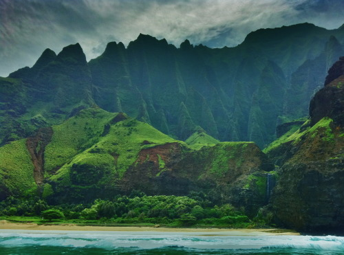 Na Pali Coast, Kauai, Hawaii  Photo by: Cam Standish. Edited by: Cam Standish