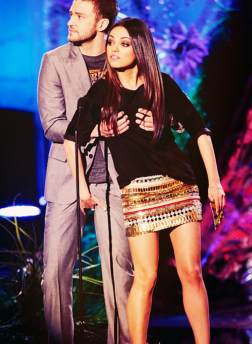 What the fuck… hahaha Justin Timberlake / Mila Kunis