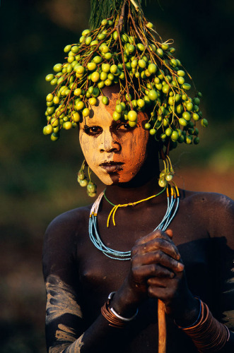 suzannadai:  Beautiful… Girl from the tribes of Surma and Mursi in Southern Ethiopia, as photographed by Hans Silvester